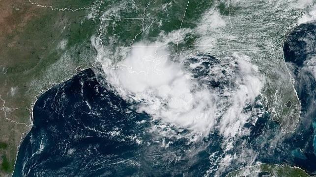 Plataformas costa afuera se preparan para huracán en el Golfo de México.