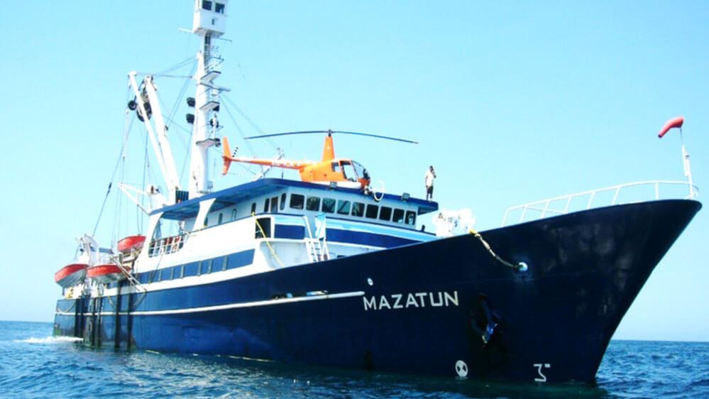 Buque pesquero en el Pacífico reporta emergencia médica masiva de la tripulación.