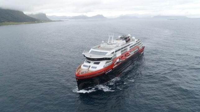 Finalmente zarpa el primer buque crucero híbrido