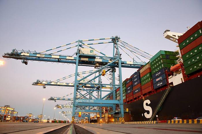 Aumentan los volúmenes de contenedores de los puertos de COSCO