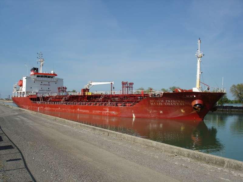 Dueño y operador de un buque petrolero multado por delitos de contaminación del aire en EE.UU