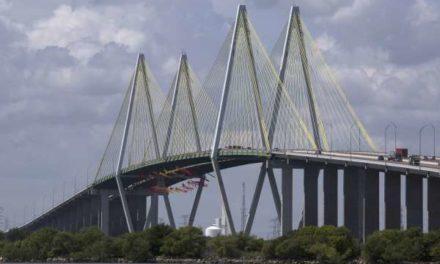 Greenpeace cierra parte del Canal de Navegación de Houston