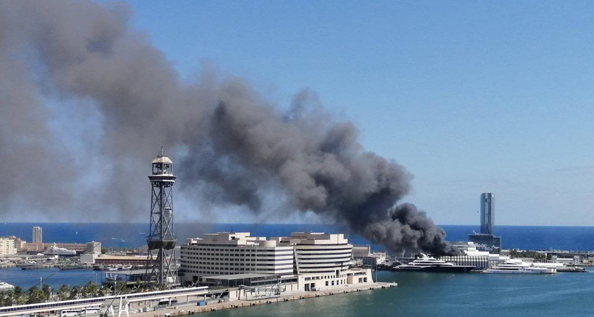Incendio en el puerto de Barcelona fue extinguido