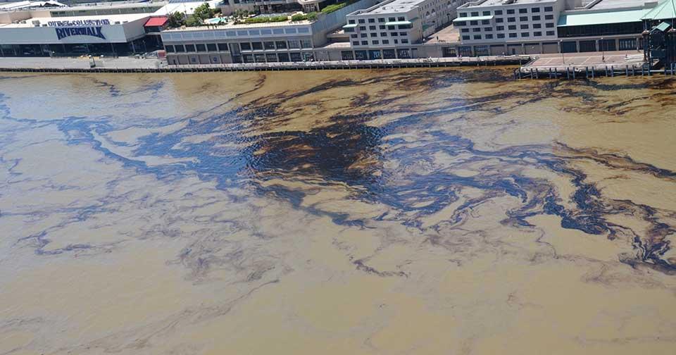 La Guardia Costera de EE.UU. trabaja para contener el derrame de petróleo en Nueva Orleáns