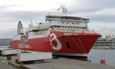Los ferrys de Corsica Linea apagan los motores en el puerto de Marsella