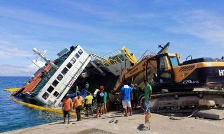 Más de 160 rescatados después de que el ferry se inclinara en Cebú