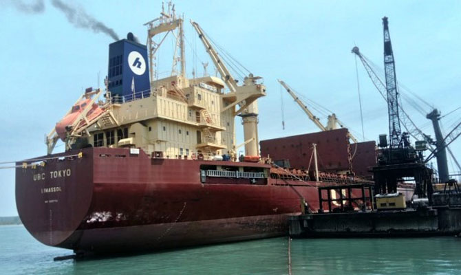 México encuentra cocaína a bordo de un bulker en Altamira