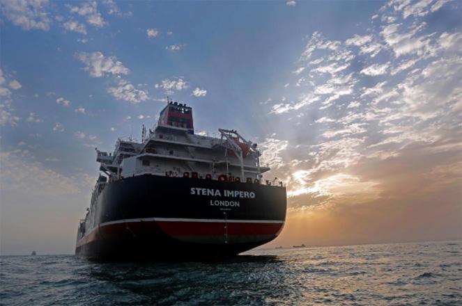 Stena Impero parte hacia aguas internacionales