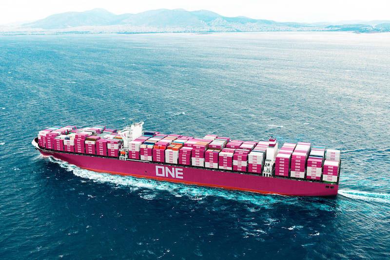 Un portacontenedores de  ONE participó en una colisión frente al puerto griego del Pireo
