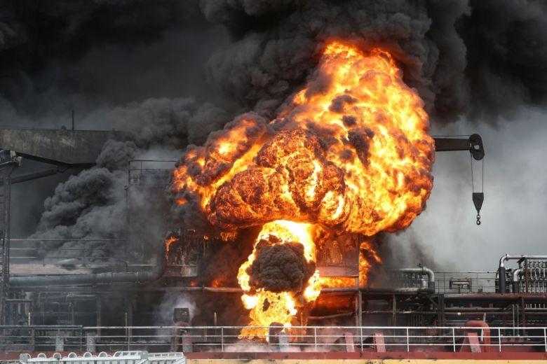 Fuerte explosión de tanqueros en puerto de Ulsan, Corea. (Video)