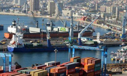Huelgas en los puertos de Chile a medida que se extienden los disturbios