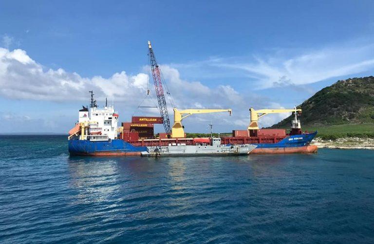 Rescatan buque de Carga después de Varar en la Costa Dominicana