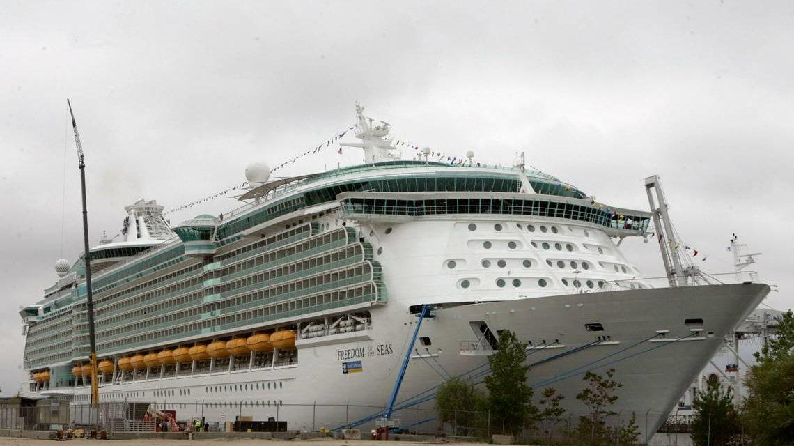 Royal Caribbean será demandada por accidente de niña que cayó de uno de sus cruceros