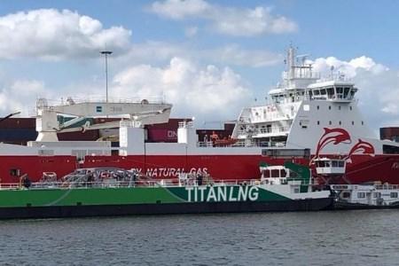 Titan LNG lanzará licitación para una barcaza de GNL