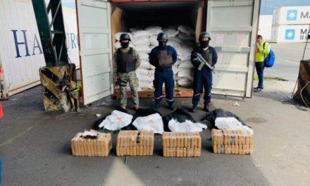 Autoridades ecuatoriana encuentra cocaína a bordo de un contenedor en Puerto Bolívar