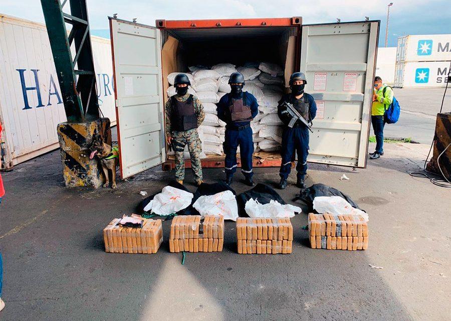 La Marina ecuatoriana encuentra cocaína a bordo de un contenedor en Puerto Bolívar
