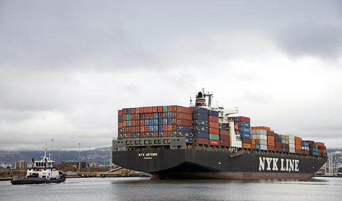 Las líneas de contenedores aplican recargos por el transporte de retorno para los envíos a Asia