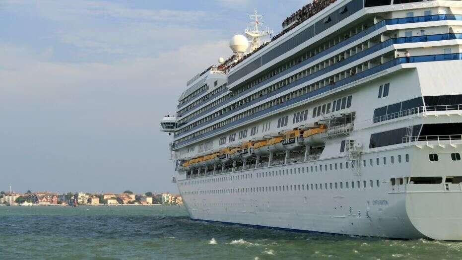 El crucero Costa Fortuna se dirige a Singapur después de que se le negara la entrada en dos países