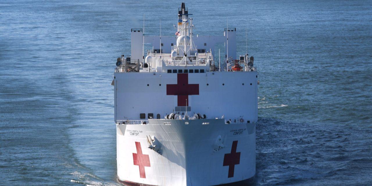 La Marina de Estados Unidos prepara barcos hospitales para responder al coronavirus