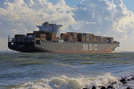 Los Emiratos Árabes Unidos toman medidas contra un buque de MSC por no adherirse a la nueva prohibición de transporte de HSFO