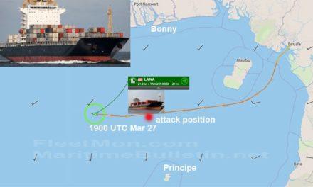 El buque de carga fue atacado y saqueado, la tripulación probablemente está a salvo