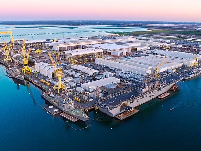 Un empleado de Ingalls Shipbuilding dio positivo para coronavirus