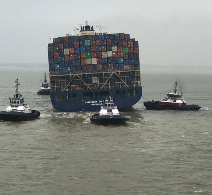 Buque CMA CGM Dalila encalla en el canal de Bayport