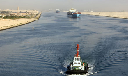 El Canal de Suez tiene nuevas y mayores rebajas para los buques de carga y los buques de gas natural licuado