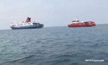 Ferry quedó inutilizado en el Estrecho de Sunda y 102 pasajeros fueron evacuados
