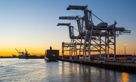 Puerto de Oakland: Un trabajador portuario cae desde la cubierta de un buque y fallece
