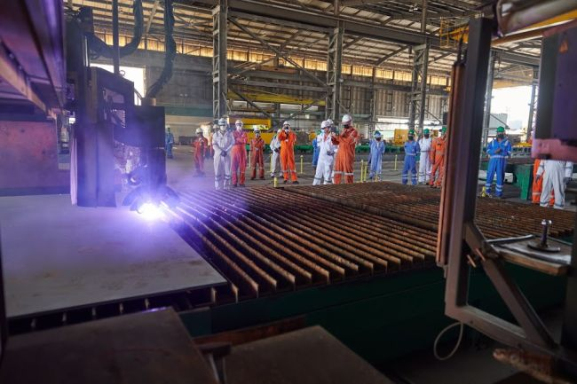 Comienza un proyecto de conversión de un buque de carga a un buque grúa para la empresa Boskalis