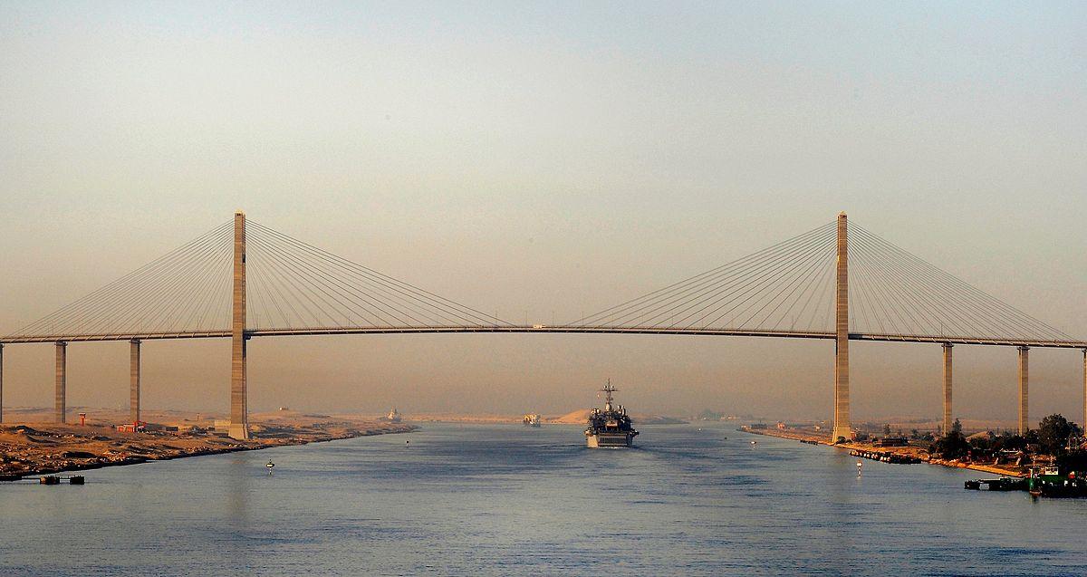 El Canal de Suez baja las tarifas para detener la marea de barcos que se dirigen a través del Cabo de Buena Esperanza