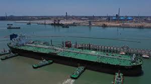 El mayor puerto petroquímico de China inicia sus operaciones