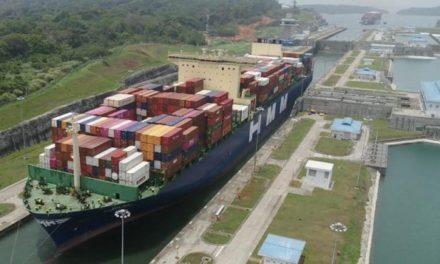 El Canal de Panamá recibe el tránsito inaugural del buque portacontenedores Neopanamax 'Hyundai Hope'