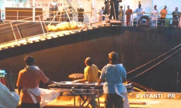 El capitán del buque granelero «AURORA CHRISTINE» murió en su asiento repentinamente