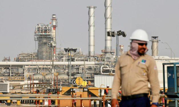El petróleo se desploma a pesar de la promesa de Arabia Saudita de aumentar los recortes de producción