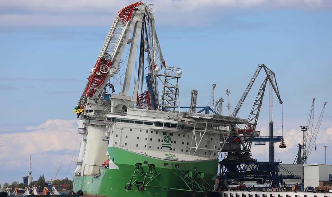 Grúa Heavylift colapsa en el astillero Liebherr de Rostock, Alemania