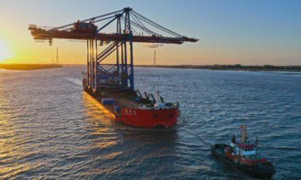 HHLA proporciona a los atracaderos de mega buques en el puerto de Hamburgo dos nuevas grúas portico