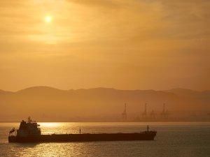 Navios AdquisiTion Corporation revela la venta y el fletamento de un conjunto de buques petroleros