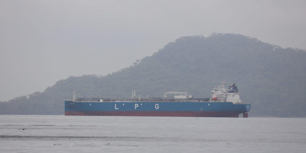 Panamá ofrece la exención de los derechos de fondeo para los buques