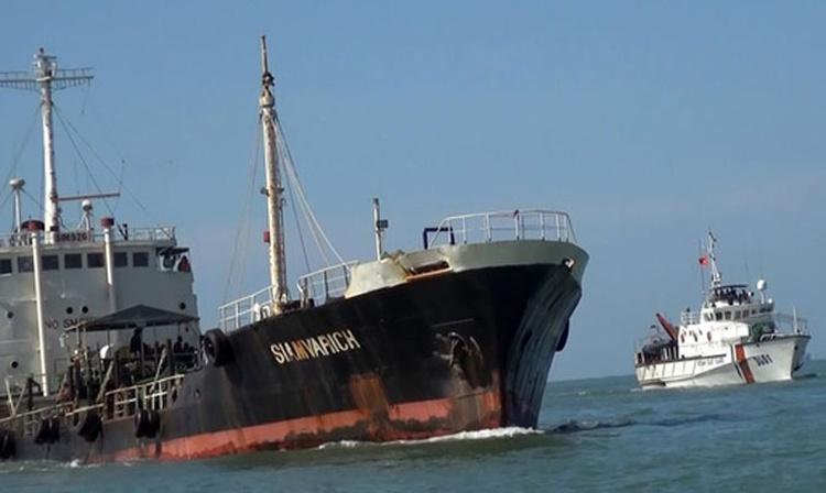 Un buque petrolero tailandés fue detenido en aguas vietnamitas por comercio ilegal de combustible