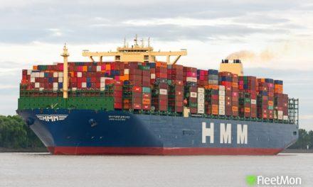 El mayor portacontenedor del mundo ya atracó en Hamburgo