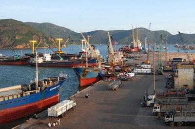 El puerto Quy Nhon de Vietnam extiende la ruta hacia el noreste de Asia