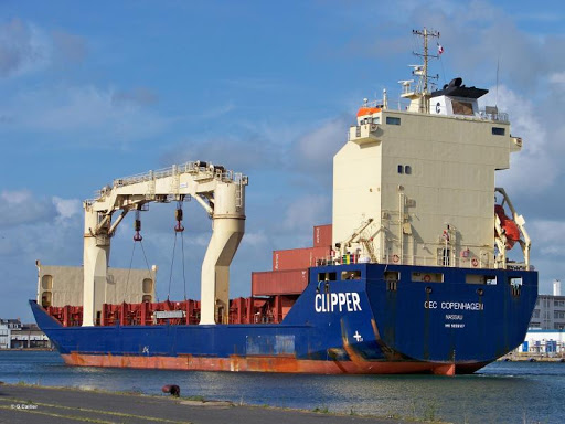 El buque sancionado por EE.UU.  «Sevastopol» fue vendido por la Corte Suprema de Singapur por 537.488 dólares