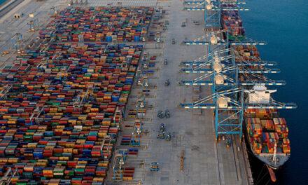 La unidad de Puertos de Abu Dhabi firma un memorando de entendimiento para proporcionar servicios de respuesta de emergencia