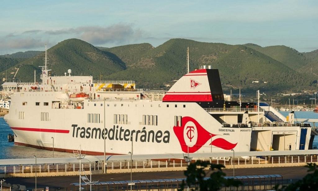 Un fallecido y dos heridos a bordo de un buque de Trasmediterránea en Tenerife