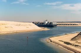 El Canal de Suez le da a los transportistas de vehículos una rebaja en el peaje