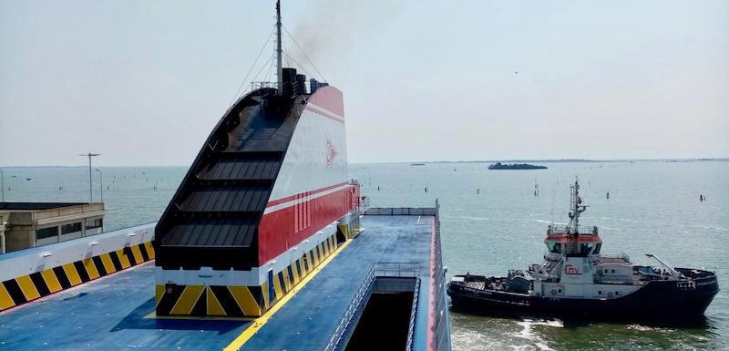 """El ferry """"Ciudad de Valencia"""" zarpa de Venecia rumbo a Cádiz"""