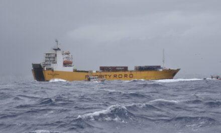 La Guardia Costera de EE.UU. rescata un barco Ro-Ro en un clima difícil