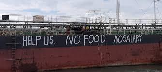 Tripulación abandonada garabatea su desesperada situación a lo largo del casco del buque